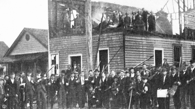 Race Riots in Wilmington, North Carolina, 1898   (Photo by Library of Congress/Corbis/VCG via Getty Images)